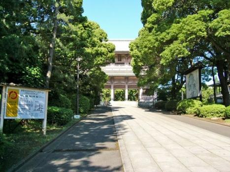 山門(さんもん):鉄筋では日本一の門。