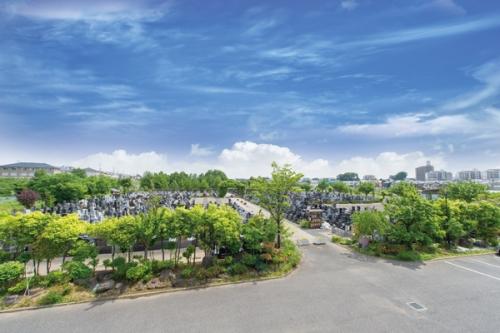 新埼玉霊園は駅から徒歩圏内の交通至便な都市型霊園です。