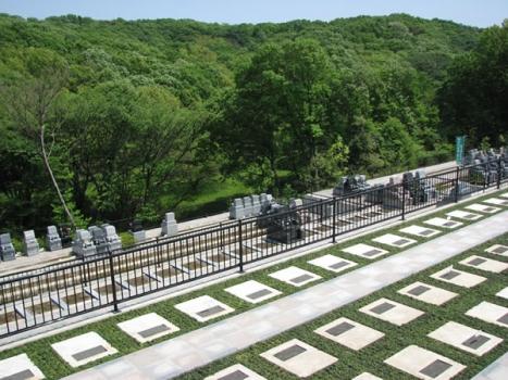 四季折々の自然に触れ合える緑豊かな公園墓地です。