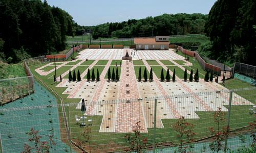 メモリアルスクエア佐倉は自然に囲まれたやすらぎの欧風公園墓地です。