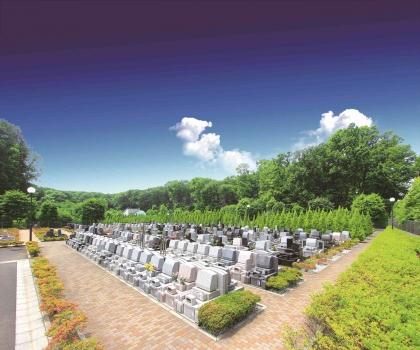 1,000区画近くの墓所を有する新規霊園です。