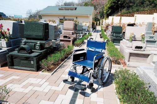 全区画バリアフリー設計で墓域の参道も広いので安心してお参りができます。
