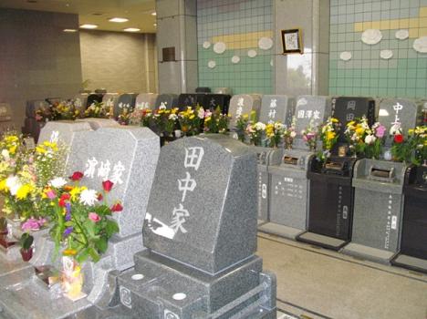 自由彫刻墓などバリエーション豊富な墓石をお選びいただけます。