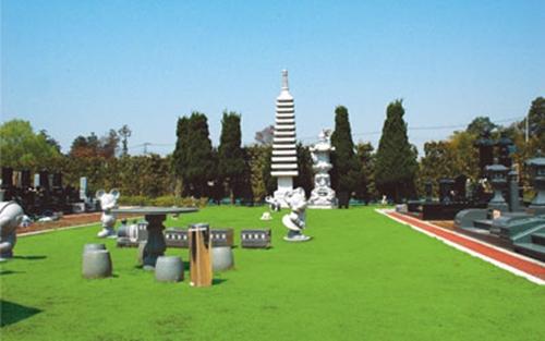 緑豊かな霊園です。