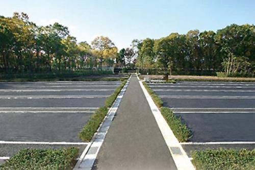 墓域は緑に溢れ、バリアフリーとなっております。