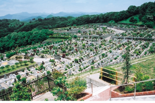 どこからでも霊園全体を見渡せる「みはらしの丘」。
