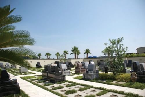 墓域は大切なお墓を地震や災害から守る「全面連結基礎」で施工されています。