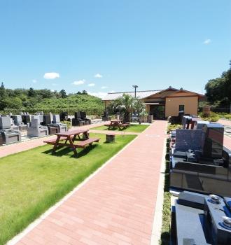全区画「ゆとり」仕様。お墓とお墓の間にスペースを設けた人気の仕様です。