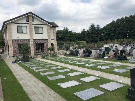 ふれあいの郷は大きすぎず、墓域が見渡せる為お一人でお参りにこられても安心。