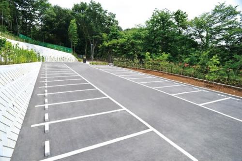 大型駐車場完備。お盆やお彼岸などの混雑時も安心です。