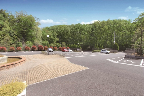 大型駐車場を完備。