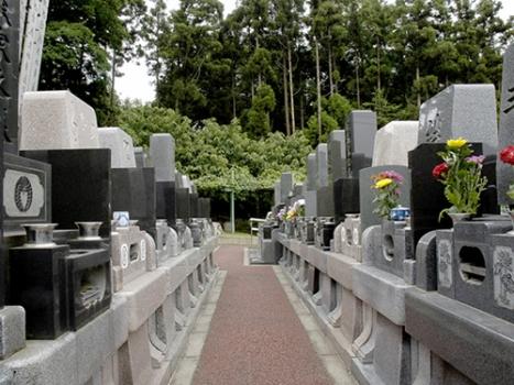 一般的な和型墓石の他に、洋型墓石やデザイン墓石を建てることができます。