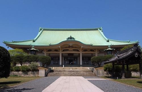 大祖堂(だいそどう):本堂で、高さ36メートル、畳千畳という大きさに圧倒されます。