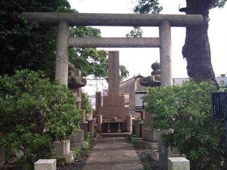 岸本辰雄氏(明治大学の創設者)のお墓