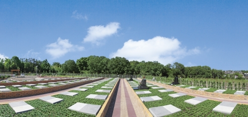 緑豊かな大型霊園