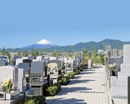 霊園から見る富士山。
