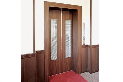 エレベーター完備の管理棟