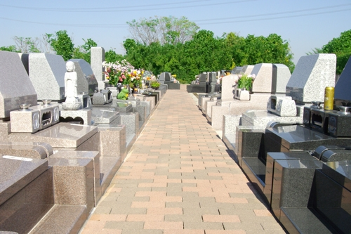 綺麗に整備された墓域1