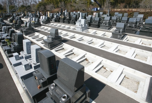 安心できる霊園構成とゆとりに配慮した墓所。