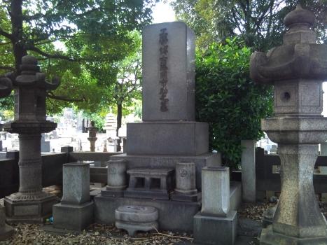 藤岡 市助氏のお墓