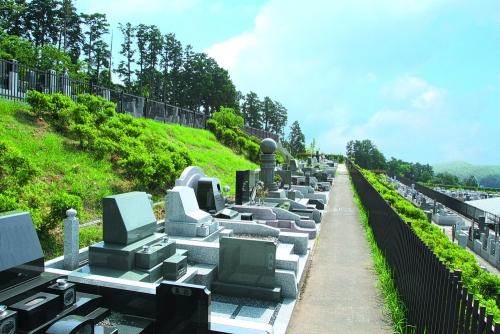 真鶴の丘に位置し、美しい景色を望めます。