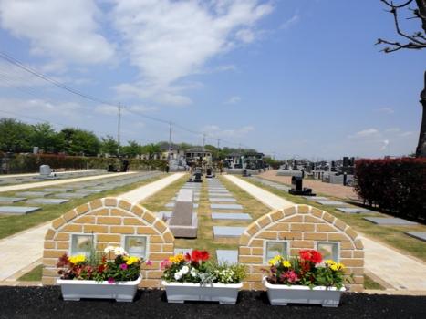 自然豊かな環境に恵まれた人気の大型公園墓地です。