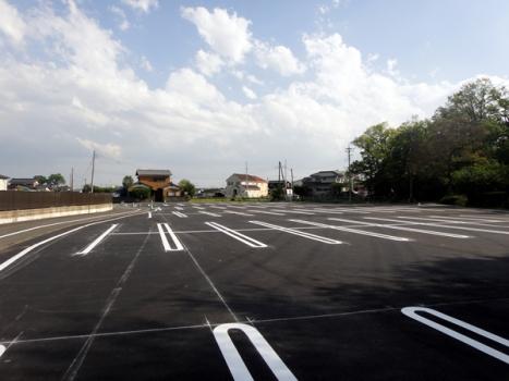 お彼岸、お盆でも安心の大型駐車場完備。