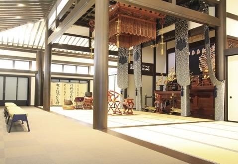 本堂 400余年の歴史あるお寺です。