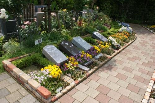 様々なタイプの墓石をご用意しております。