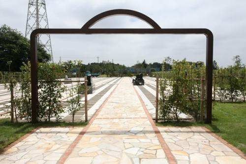 霊園入り口。
