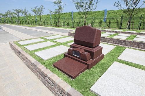 B区 1.25㎡ 石貼り洋型墓 ゆとり墓所 石名:マホガニー