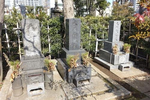 永井荷風氏のお墓