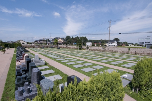 みどりタイプ。広々とした墓域です。