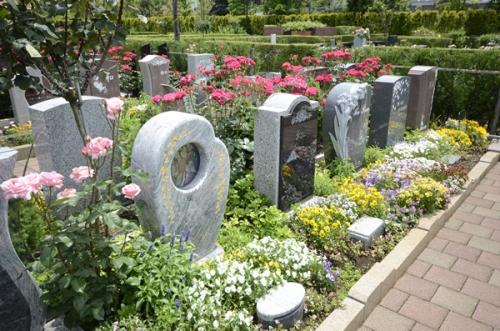 洗練されたデザインのエバーグリーン墓所。