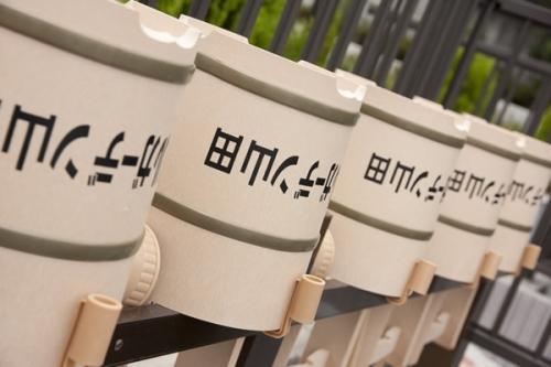 霊園内には水場と手桶が設置されています。