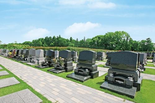 全区画、隣のお墓と密着しない贅沢なゆとり設計です。
