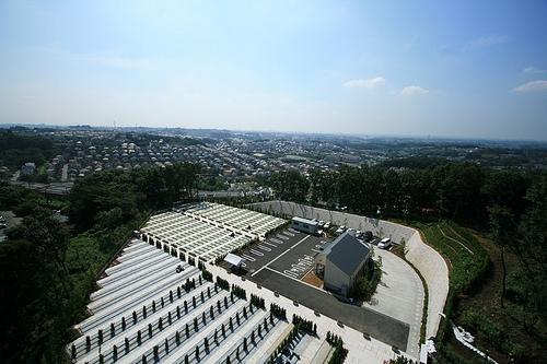 新ゆり天望の丘墓苑は稲城市の高台に立地する眺望の良い霊園です。