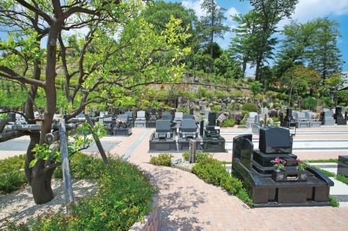 緑豊かな墓域
