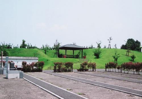 プレミアムガーデン:なだらかな丘の草花や新緑が美しい、新しい区画が誕生しました。