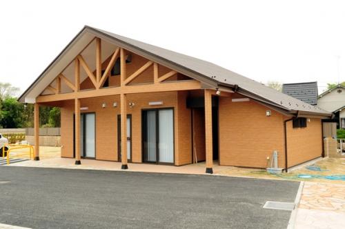 管理事務所と休憩所兼法要スペース、トイレがあります。
