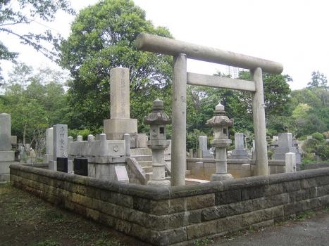 香川敬三氏のお墓