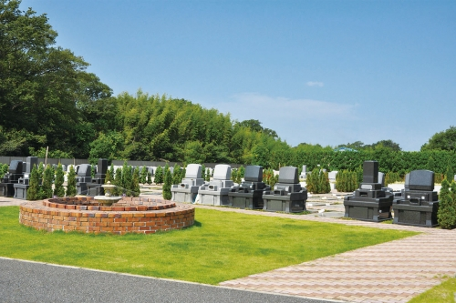広々とした墓域。