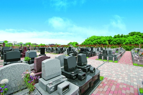 むさしの聖地 永久の郷は緑と花に囲まれたガーデニング霊園です。