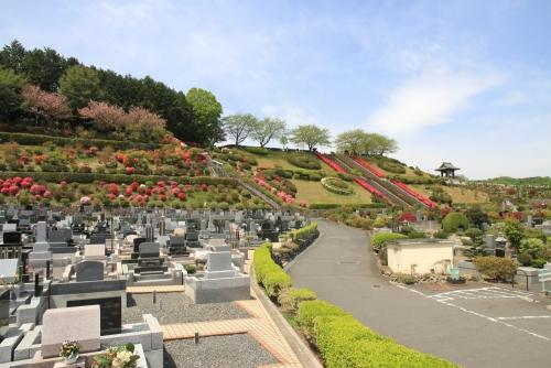 都心からわずか60分の交通至便な公園墓地。