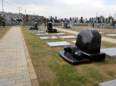 様々なタイプの墓石もご用意しております。