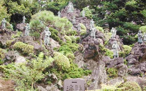 七福神めぐりのお寺としても親しまれています。