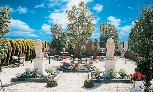 静かさと緑あふれる群馬県初の都市型欧風公園墓地です。