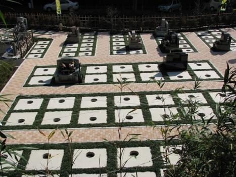 お墓には最良の排水システムと全面一体基礎コンクリート使用。