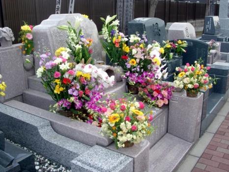 お花の販売も行っておりますので、手ぶらでお参り頂けます。