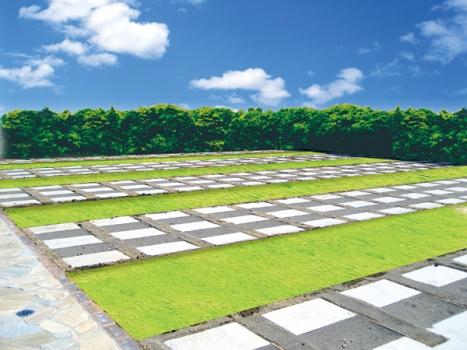 全区画バリアフリーの広々とした霊園。